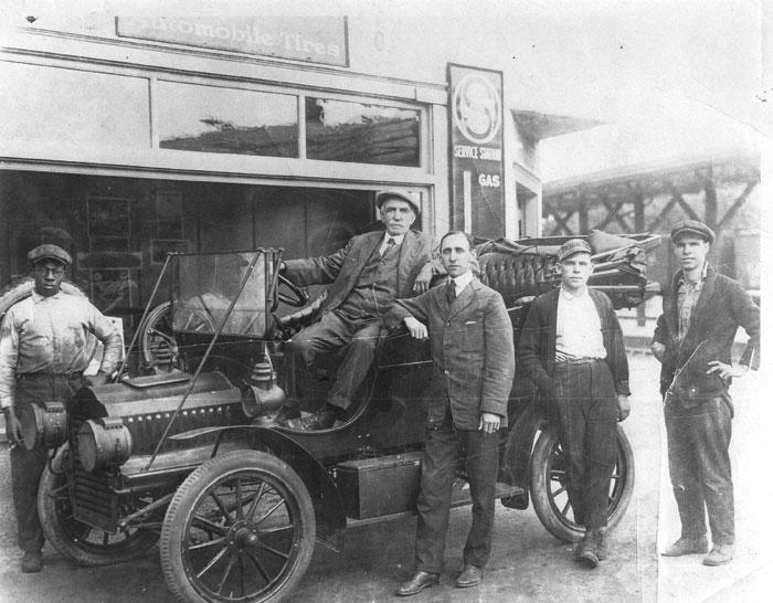 focer-in-fords-car