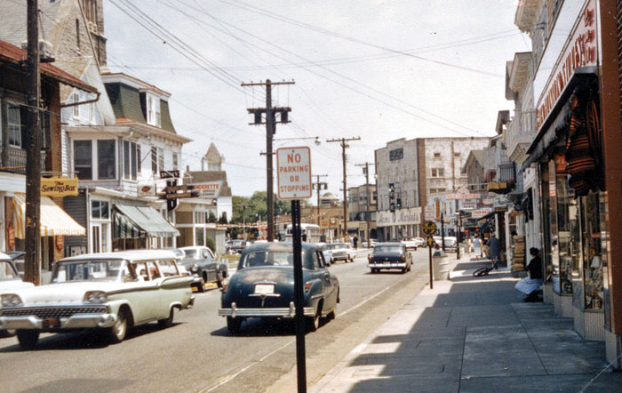 The Washington Street Mall as it appeared in the 1950s. In this photograph you can also see the buildings that were demolished to make way for the Victorian Towers.
