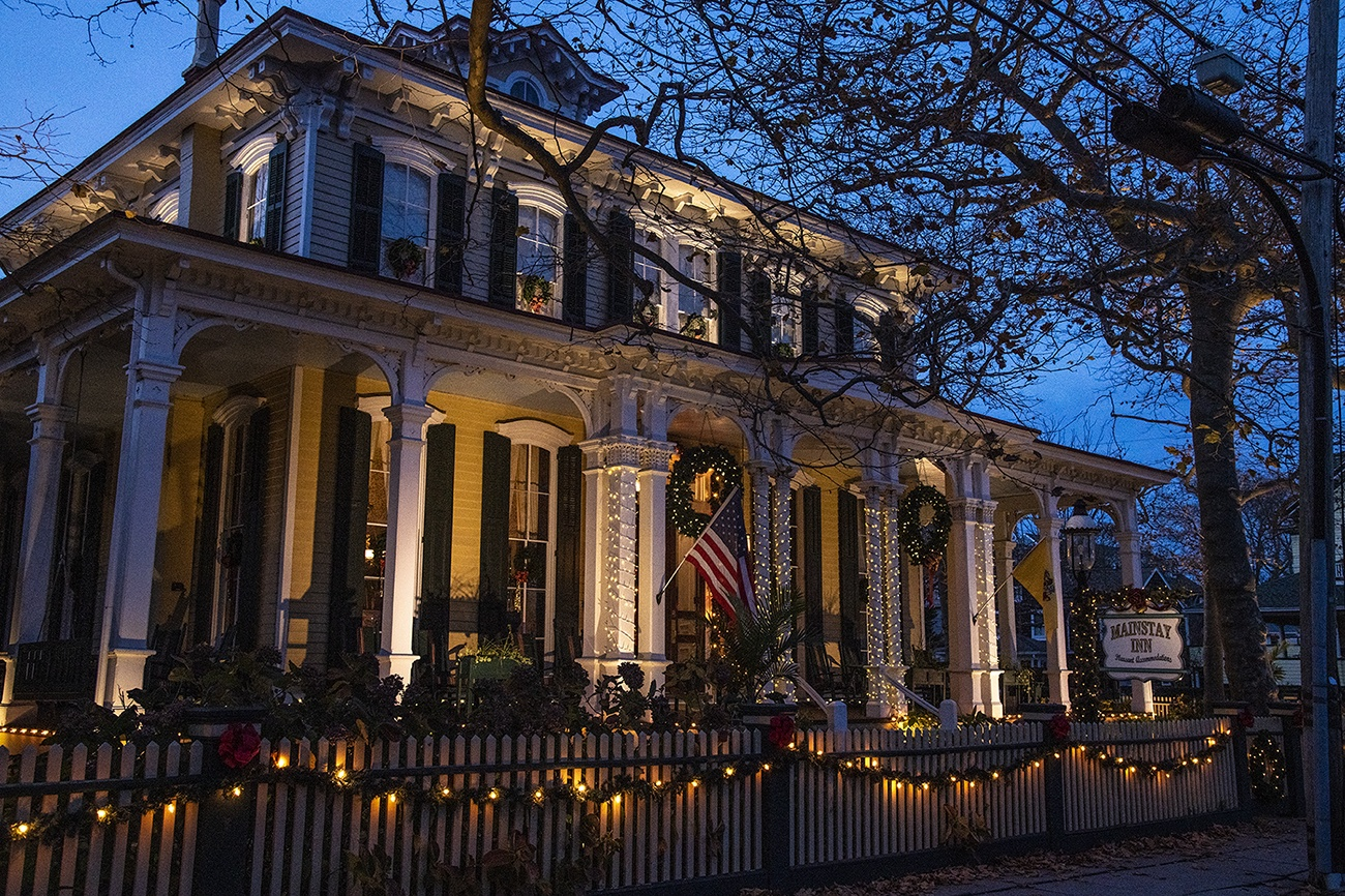 Christmas lights and decorations at the Mainstay Inn at night