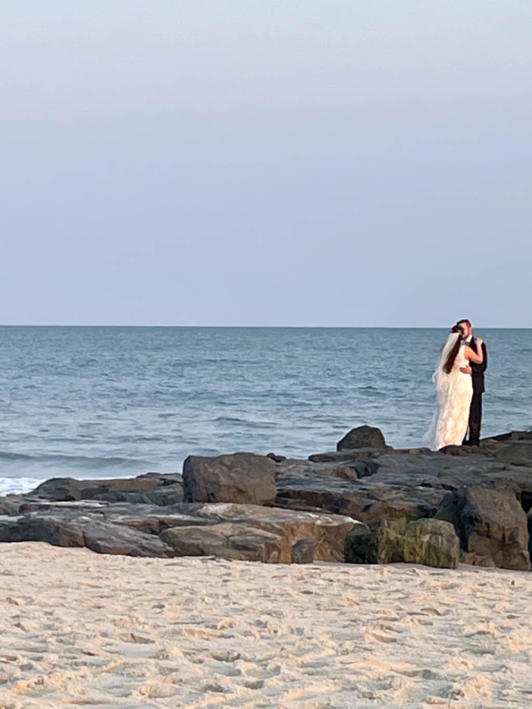 wedding couple on the jetty